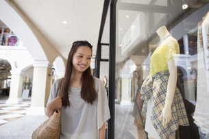 Young woman on a shopping trip.の写真素材 [FYI02248118]
