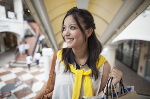 Young woman on a shopping trip.の写真素材 [FYI02248309]