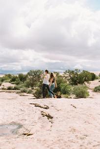 Two barefoot women walking in a desert.の写真素材 [FYI02248816]