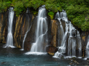 Hraunfossar waterfalls, a series of cascading torrents flowing from lava fields over a sheer cliff iの写真素材 [FYI02250067]
