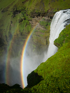 Skogafoss waterfall with a double rainbow in the mist and vapour rising from the water.の写真素材 [FYI02250358]