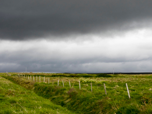 Dark rain clouds over farmland.の写真素材 [FYI02250450]