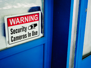 Security camera sign in a shop window.の写真素材 [FYI02250909]