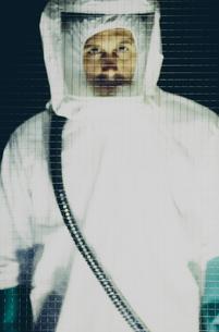 Portrait of man wearing protective clean suitの写真素材 [FYI02251078]