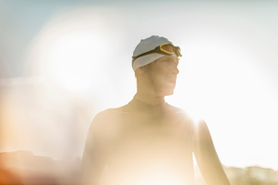 A swimmer in a wet suit, swimming hat and goggles.の写真素材 [FYI02252102]