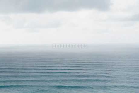 Elevated view of Pacific Ocean and wavesの写真素材 [FYI02252373]