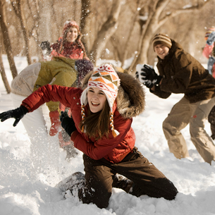 A group of four children having a snowball fight.の写真素材 [FYI02252376]