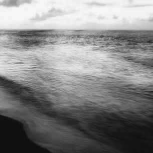 Blurred motion, the surface of the sea at dawn.の写真素材 [FYI02252608]