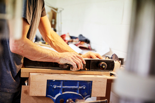A furniture workshop making bespoke contemporary furniture pieces using traditional skills in modernの写真素材 [FYI02252706]