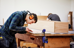 A furniture workshop making bespoke contemporary furniture pieces using traditional skills in modernの写真素材 [FYI02252709]