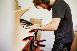A furniture workshop making bespoke contemporary furniture pieces using traditional skills in modernの写真素材 [FYI02252797]