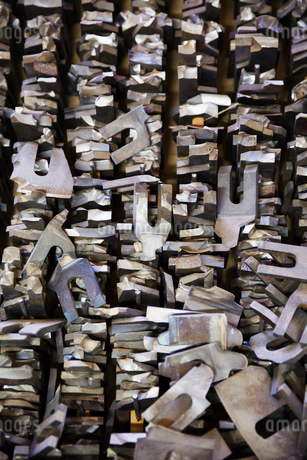 A pile of metal brackets and stacks of wood in a carpentry workshop.の写真素材 [FYI02252860]