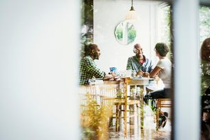 View through a window into a cafe, people sitting at tables.の写真素材 [FYI02253306]