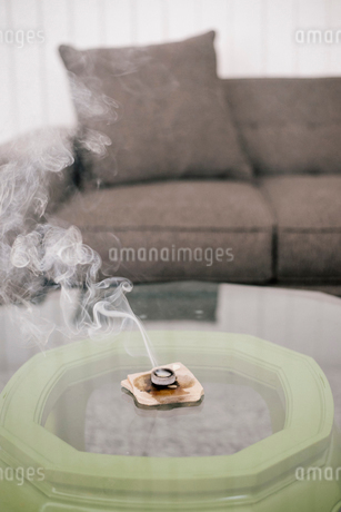 Interior view of a living room, grey sofa and an incense burner on a coffee table.の写真素材 [FYI02253399]