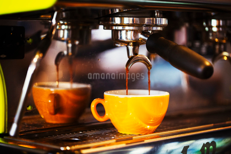 Close up of an espresso machine in a restaurant.の写真素材 [FYI02253407]
