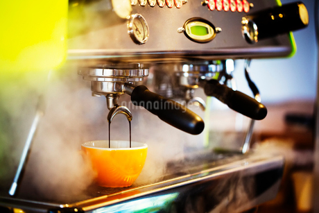 Close up of an espresso machine in a restaurant.の写真素材 [FYI02253523]