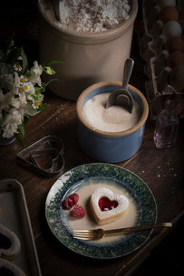 Valentine's Day baking, high angle view of a bowl of sugar and a plate with heart shaped biscuits anの写真素材 [FYI02253805]