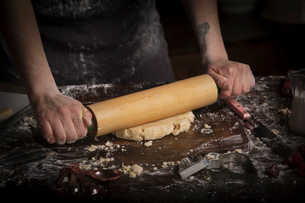 Valentine's Day baking, woman rolling out dough with a rolling pin.の写真素材 [FYI02253810]