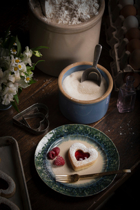 Valentine's Day baking, high angle view of a bowl of sugar and a plate with heart shaped biscuits anの写真素材 [FYI02254602]