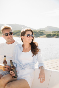 Man and woman on a sail boat, having a drink.の写真素材 [FYI02255032]