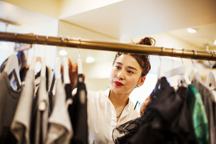 Woman working in a fashion boutique in Tokyo, Japan.の写真素材 [FYI02255238]