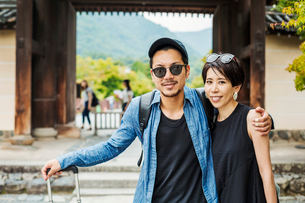 A man and woman visiting a historic temple in Japan.の写真素材 [FYI02255415]