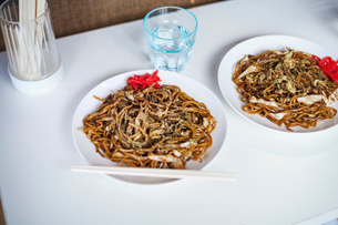 Close up of two plates of Soba noodles, fast food.の写真素材 [FYI02255453]