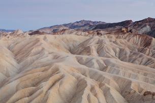Zabriskie Point at dawn, Death Valley National Park, USA.の写真素材 [FYI02255511]