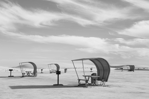 Picnic tables and shelters at White Sands National Parkの写真素材 [FYI02255666]