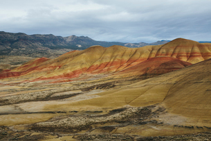 Painted Hills, the vivid coloured rocks of the John Day Fossil Beds National Monument, Oregonの写真素材 [FYI02255833]