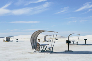 Picnic tables and shelters at White Sands National Parkの写真素材 [FYI02255841]