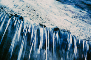 Abstract of flowing water, shot on colour infrared filmの写真素材 [FYI02255993]