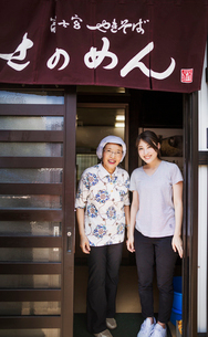 Two women at a noodle shop, a small unit with a fast food kitchen and unit producing Soba noodlesの写真素材 [FYI02256148]