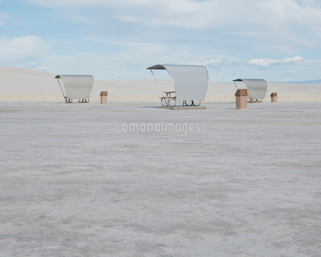 Picnic tables and shelters at White Sands National Parkの写真素材 [FYI02256256]