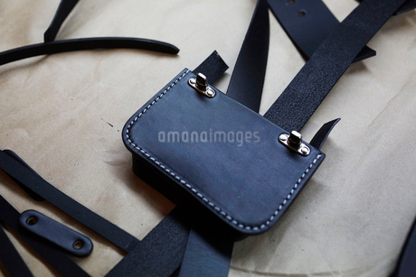 A handmade blue leather bag, strap, component part parts, scissors and hand tools.の写真素材 [FYI02256351]