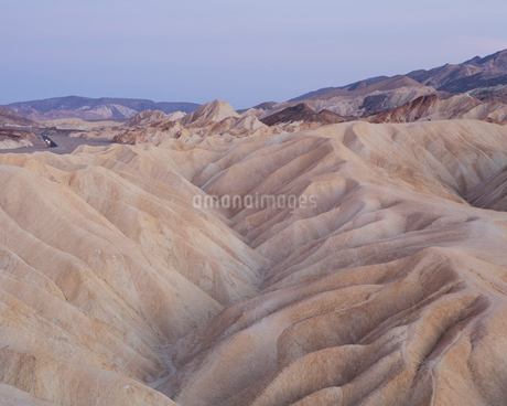 Zabriskie Point at dawn, Death Valley National Park, USA.の写真素材 [FYI02256445]