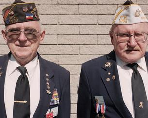 Portrait of two elderly Korean War veteransの写真素材 [FYI02256541]