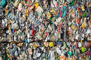 Close up of compressed drinks cans at a recycling centre.の写真素材 [FYI02256548]