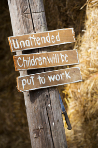 A handwritten sign, Unattended children will be put to workの写真素材 [FYI02256611]