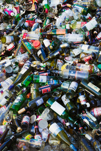 Heap of recycled bottles at a recycling centre.の写真素材 [FYI02256802]