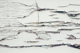 Peeling paint on wallのイラスト素材 [FYI02256823]