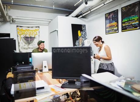 Design Studio. A man and woman in an office.の写真素材 [FYI02256961]