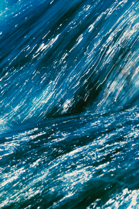 Abstract of flowing water, shot on colour infrared filmの写真素材 [FYI02257213]