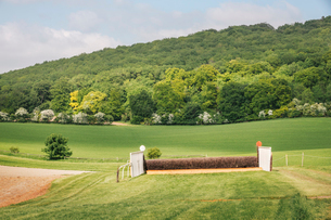 Open landscape with steeplechase horse racing course and hurdles.の写真素材 [FYI02257218]