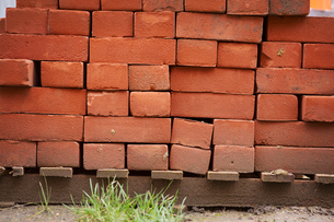 Stack of red bricks on a building site.の写真素材 [FYI02257485]