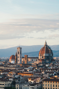 The Duomo, the roof of the cathedral and historical landmarks of Florence city seen from a height.の写真素材 [FYI02257638]
