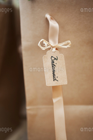 Close up of handwritten name tag on a wedding banquet chair for the bridesmaid at a wedding.の写真素材 [FYI02257697]