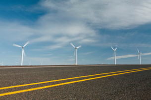 Wind turbines, tall white towers in the flat plains by a road near the Columbia River Gorge.の写真素材 [FYI02257784]