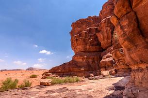 Rock formations in the Wadi Rum desert wilderness in southern Jordan.の写真素材 [FYI02257967]