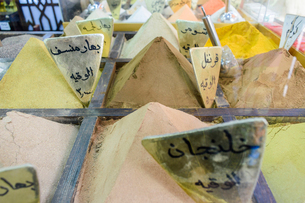 Close up of spices, powders heaped up at a market stall in a Jordanian street market.の写真素材 [FYI02258142]